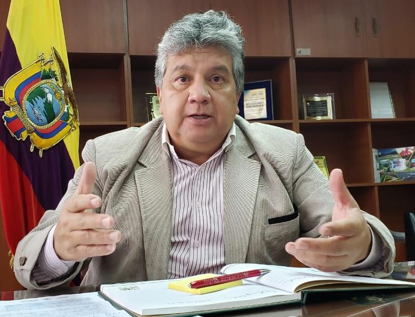 Eduardo Orellana se venía desempeñando como director Distrital de la misma Institución.