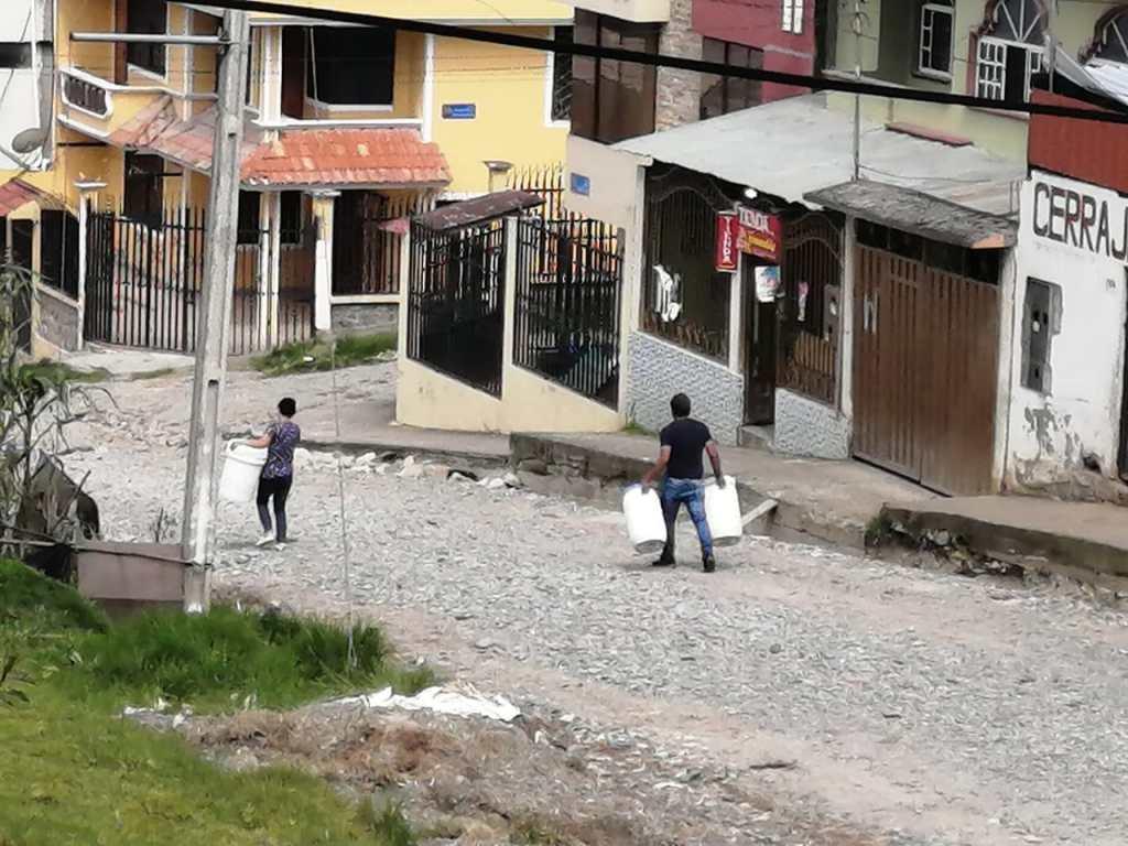 El agua es esquiva en los barrios de la parte alta.