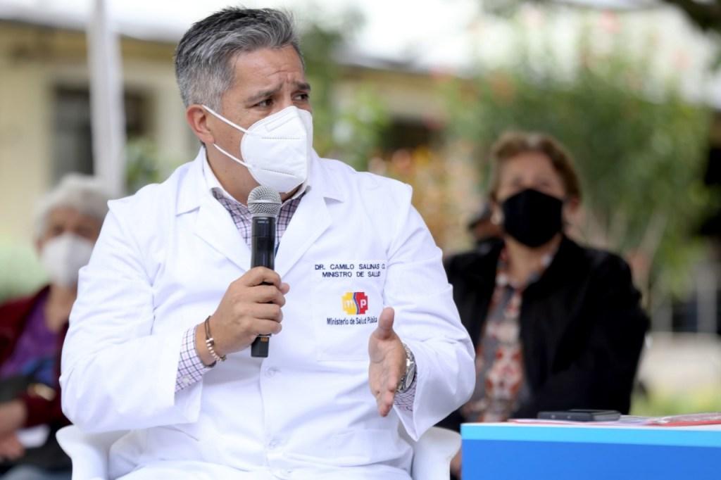 El ministro de Salud, Camilo Salinas Ochoa, dio el anuncio de la presencia de la variante brasileña en Ecuador.