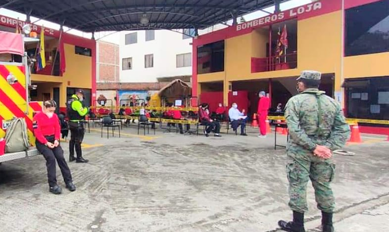 En las instalaciones de la estación norte se vacunó a los bomberos.