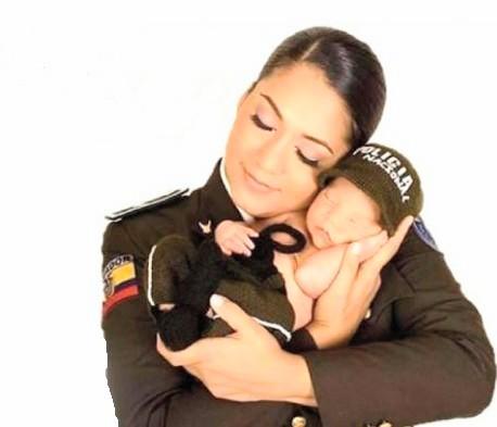 A pocos días de la celebración la Policía rinde tributo a las madres.