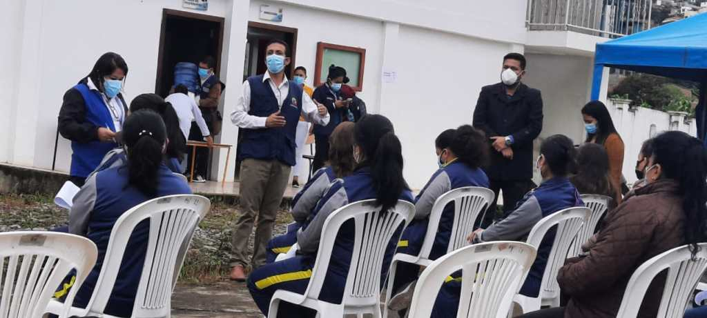 La inmunización se dio en las instalaciones del plantel José Belisario Díaz.