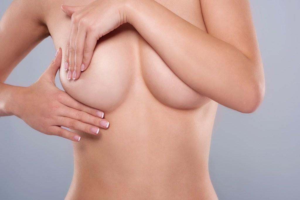 La mamografía es un examen esencial para detectar tempranamente la presencia de tumores en la mama.