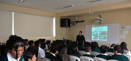 El establecimiento, hace algunos años, absorbió a la tradicional escuela Eliseo Álvarez, convirtiéndose en Unidad Educativa.