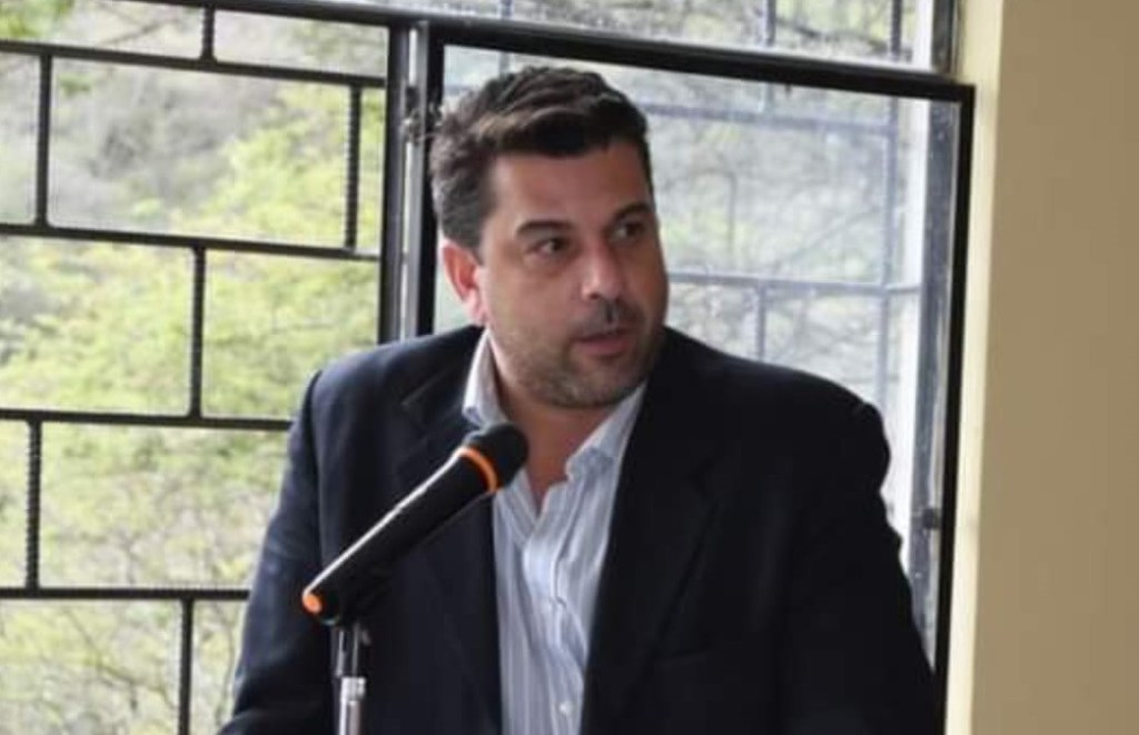 Mario Mancino Valdivieso tiene el título profesional de ingeniero en Administración de Empresas.