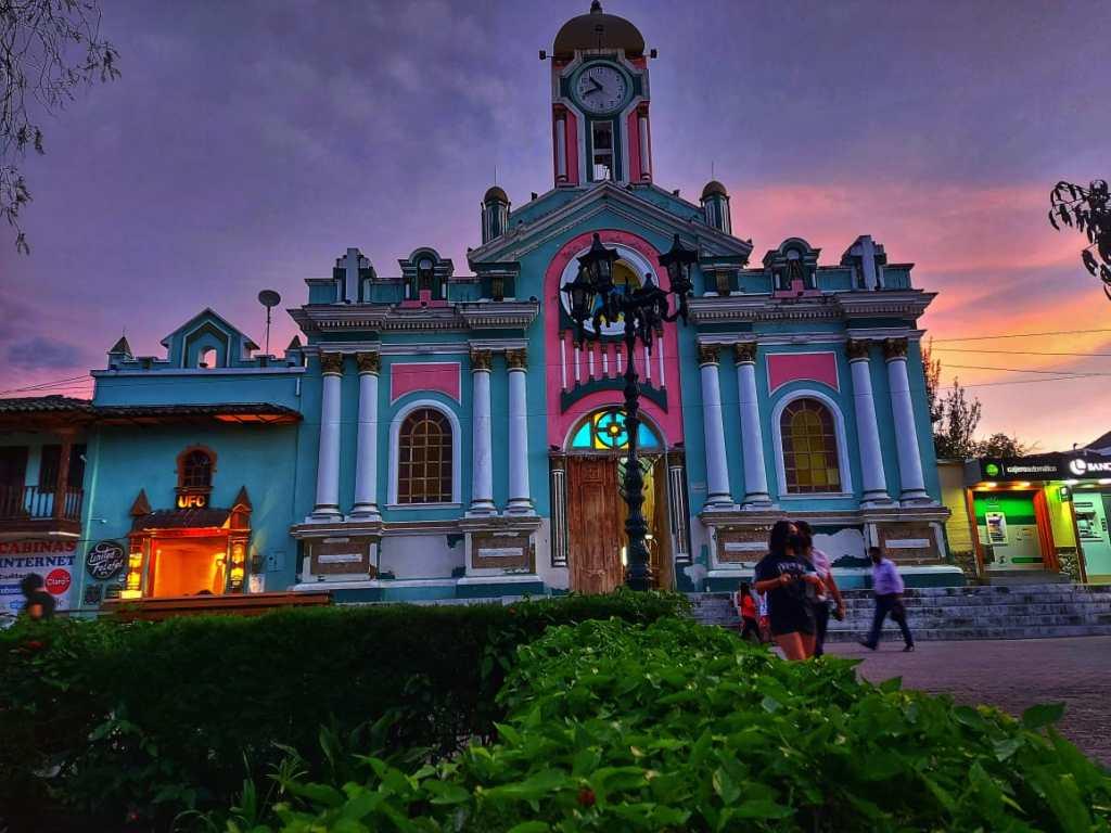 La parroquia de Vilcabamba se encuentra al suroriente del cantón Loja.