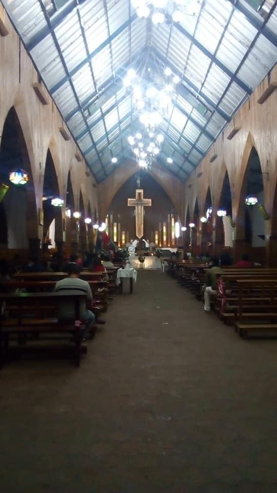 En las noches hay rezo del Santo Rosario y las eucaristías.
