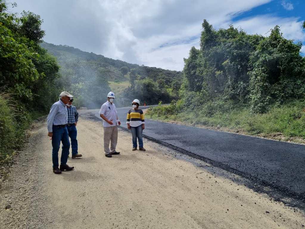 El prefecto de Loja, Rafael Dávila realizó una visita para verificar el proyecto.