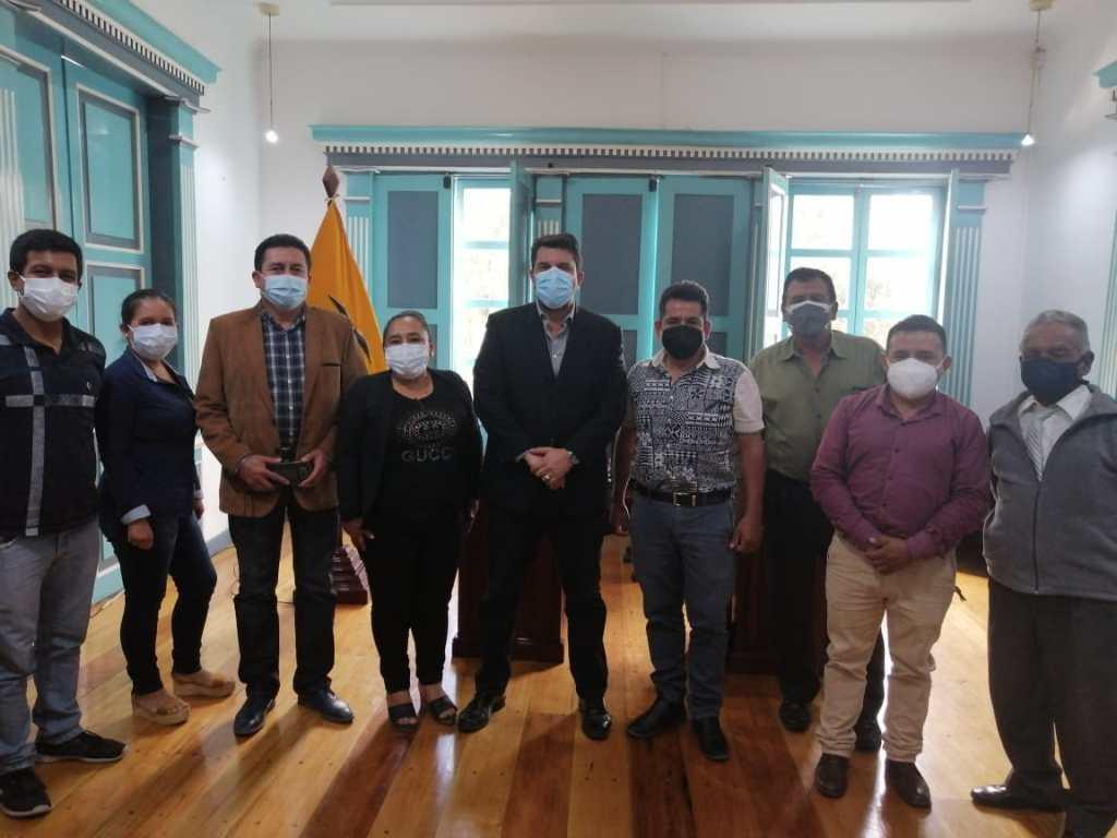 Los ciudadanos catamayenses, durante la cita con el gobernador, Mario Mancino, el lunes anterior, en Loja.