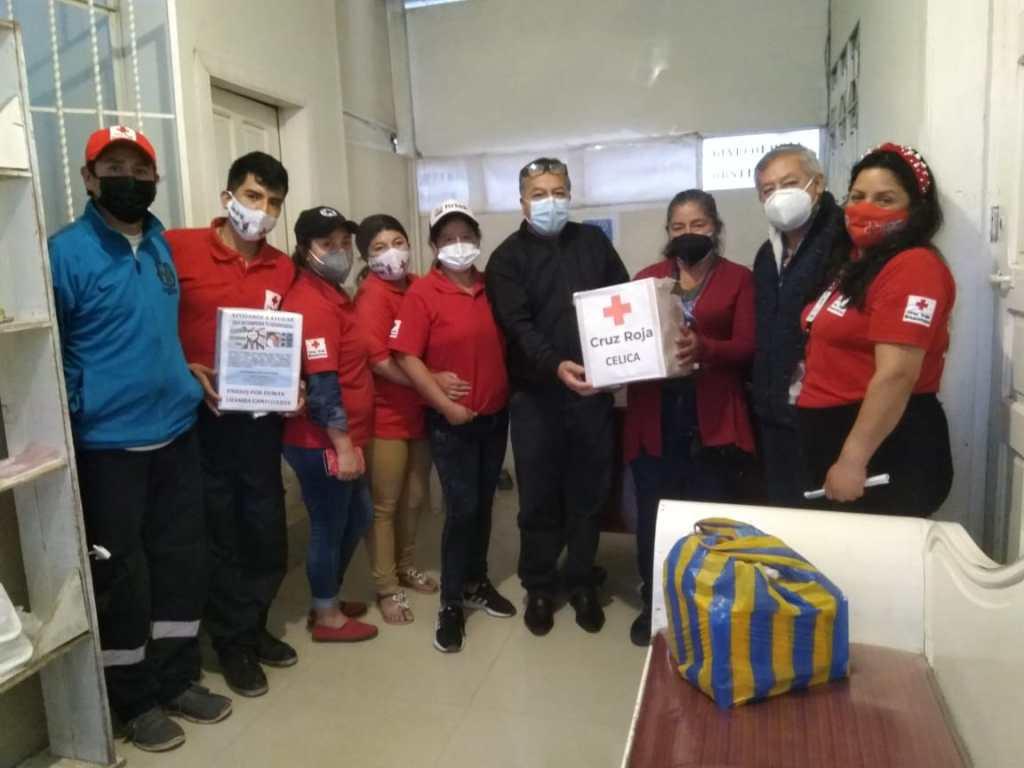 Voluntarios de la Cruz Roja de Celica ayudaron en la recaudación de la ayuda económica.