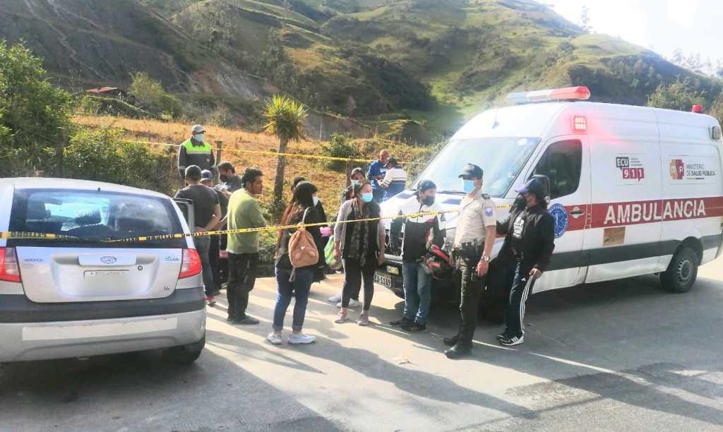 En la vía Santiago-Loja, a cinco minutos antes de llegar al puente de ese sector, ocurrió un accidente de tránsito que a decir del Servicio Integrado de Seguridad ECU-911 dejó algunas personas heridas.