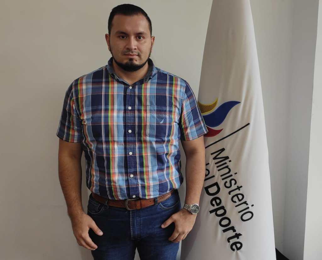 José Luis Larreátegui Morocho es ingeniero en Contabilidad.