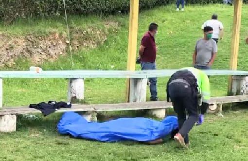La Policía acudió al lugar para el levantamiento del cadáver.