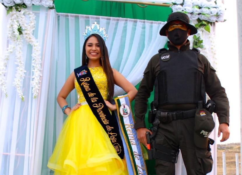 Ashly Fernanda lució un vestido amarillo el domingo, cuando regresó a Zapotillo. (Foto: Christian Alvarado/CRAJ Producciones)