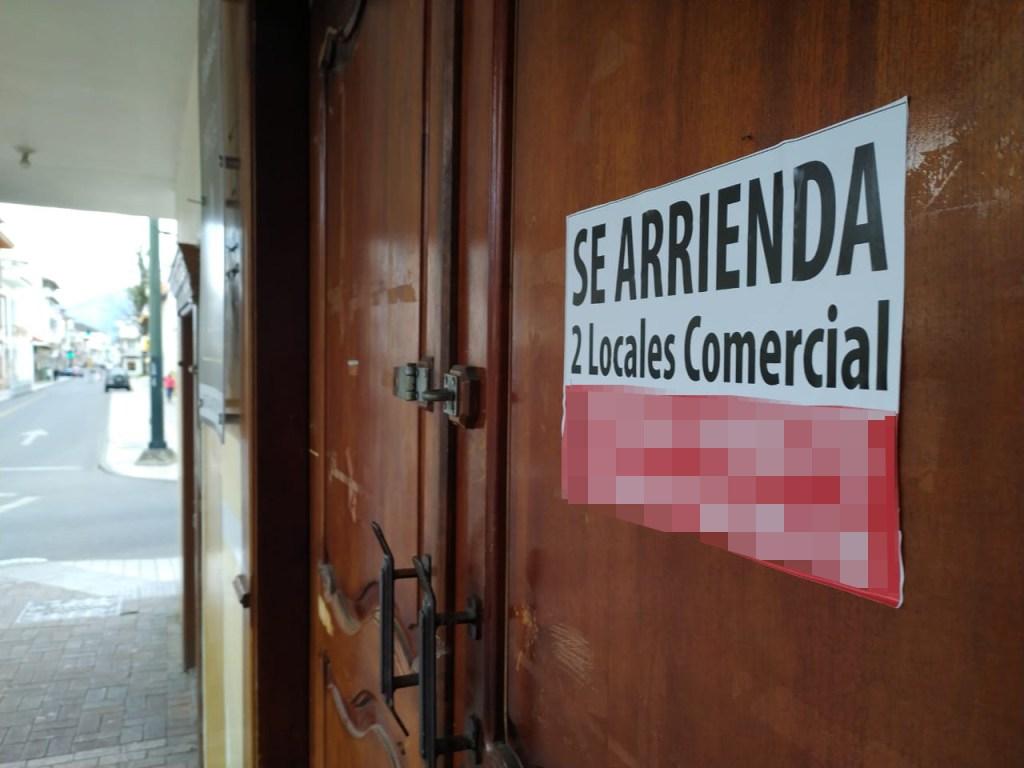 Al caminar por las calles céntricas de la ciudad de Loja es común observar locales que están en arriendo.
