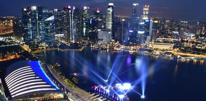 Marina Bay de noche viajar a singapur