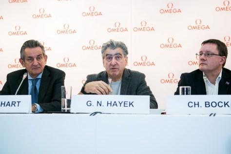 Stephen Urquhart presidente de OMEGA, Nick Hayek CEO del Grupo Swatch y Christian Bock, Director de METAS