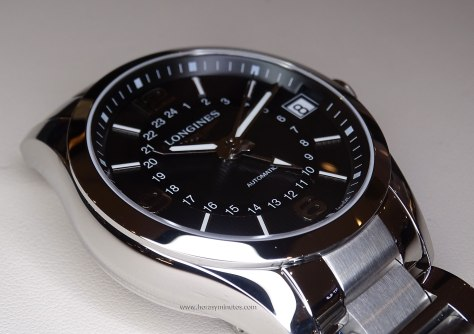 Longines Conquest Classic Automatic GMT perfil