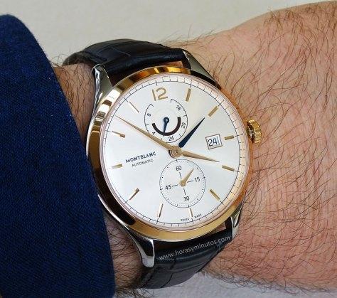 Montblanc Chronometrie Dual Time oro - en la muñeca
