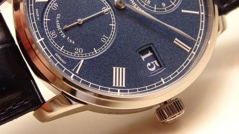 Baselworld-2016-Glashutte-Original-Senator-Chronometer-Azul-Detalle-Esfera-Horas-y-Minutos