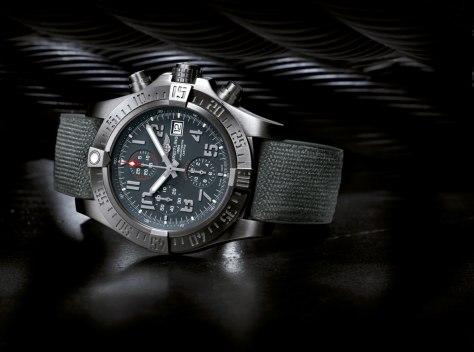 Breitling-Avenger-Bandit-perfil-Horas-y-Minutos