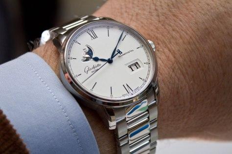 glashutte-original-senator-excellence-panorma-date-steel-bracelet-1-horasyminutos