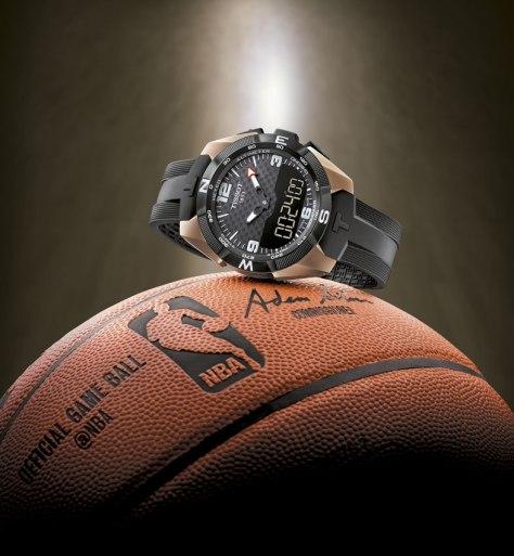Tissot-Pre-Basel-2016-T-Touch-Expert-Solar-NBA-Edición-especial-ambiente-Horasyminutos
