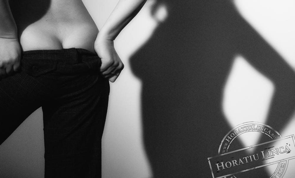 Lumini si Umbre (Nudul fara Nud sau O Lampa si un Fund) by Horatiu Linca HoLi