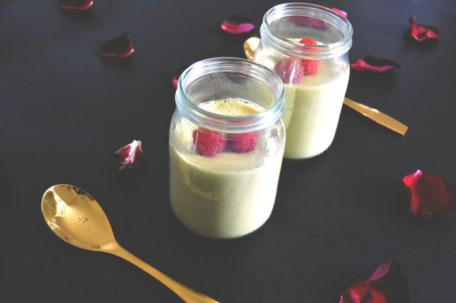Deux pots de panna cotta à la pistache et lait d'amande