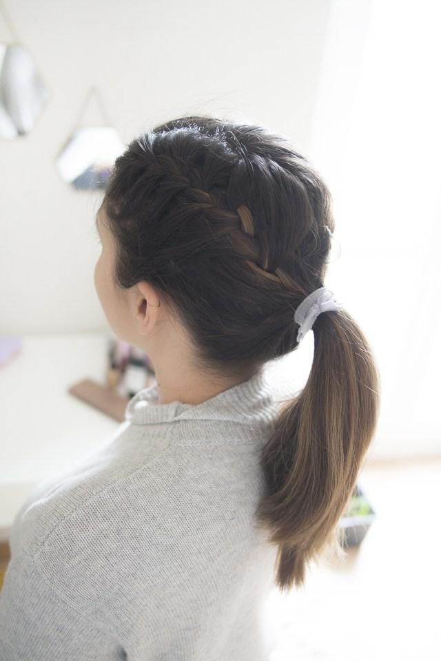 Vue de profil: Double french braid ponytail