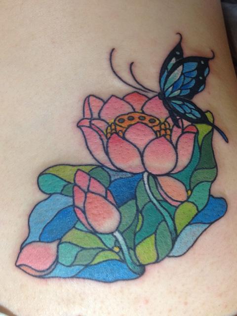蝶と蓮のタトゥー画像
