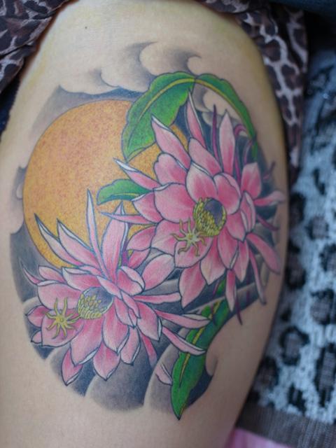 月下美人のタトゥー画像