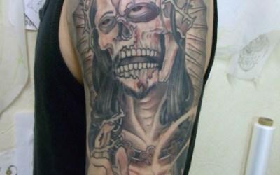 キリストとバラのタトゥー画像