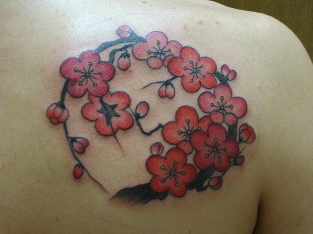 梅の花のタトゥー画像