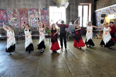"""Samedi 9 Juin - Initiation aux sévillanes - Acento Flamenco y Aire Andaluz, devant l'exposition """"Les ménines"""" de Juan Morante"""