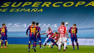 صورة في مباراة طرد فيها ميسي.. بيلباو ينتصر على برشلونة ويتوج بطلا لكأس السوبر الإسباني- فيديو