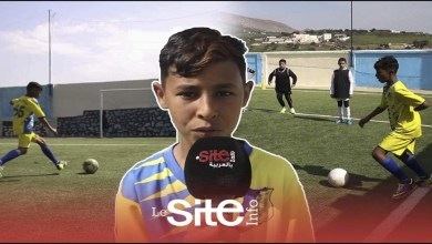 صورة فقد يده بسبب حادث.. طفل مغربي مولع بكرة القدم يتحدث عن حلمه-فيديو