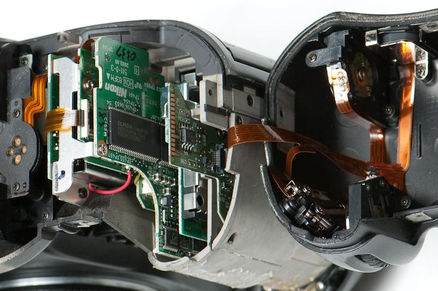 Inside the D2H battery grip