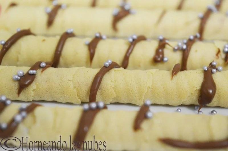 Canutillos rellenos de crema de frambuesa