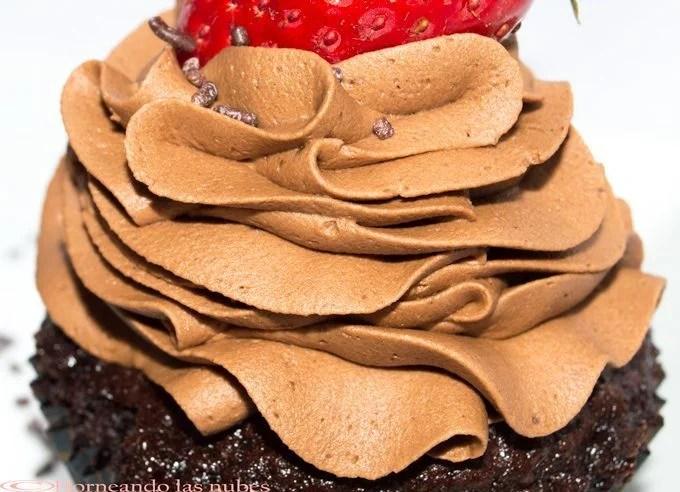 Cupcakes de chocolate y fresa