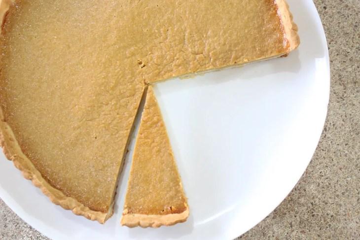Tarta de calabaza y queso crema con una base de masa crujiente y suave