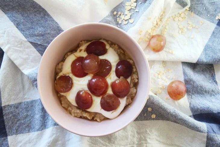 Oatmeal porridge with yogurt and fruit