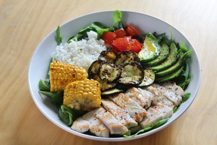 Buddha bowl de pavo con verduras y arroz