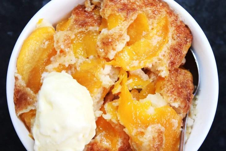 peach cobbler recipe top close