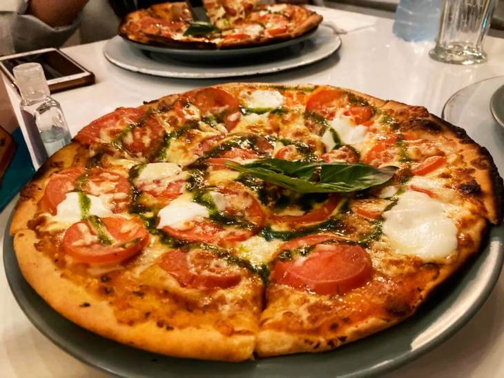 Pizza en lola cocina de mercado