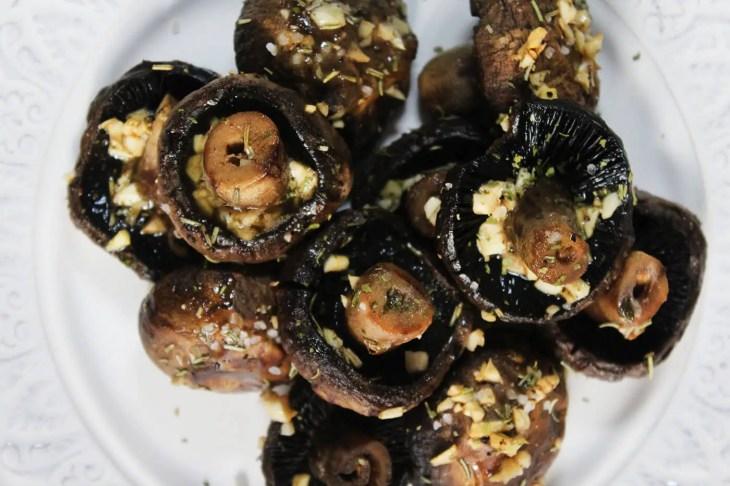 champiñones rostizados con mantequilla y ajo