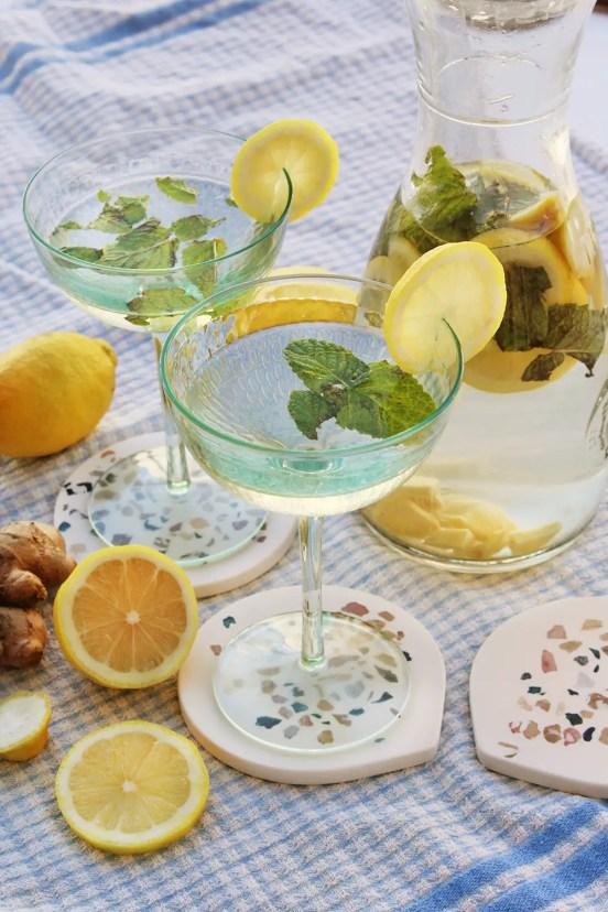 Cómo hacer agua de limón hierbabuena y jengibre