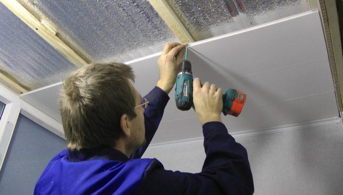 Instalarea panoului PVC pe tavan