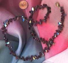 Dunkelroter Granat als Halskette