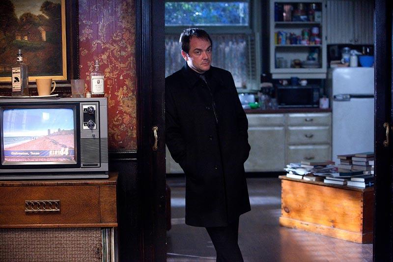 Mark Sheppard como Crowley, de Supernatural   Foto: divulgação